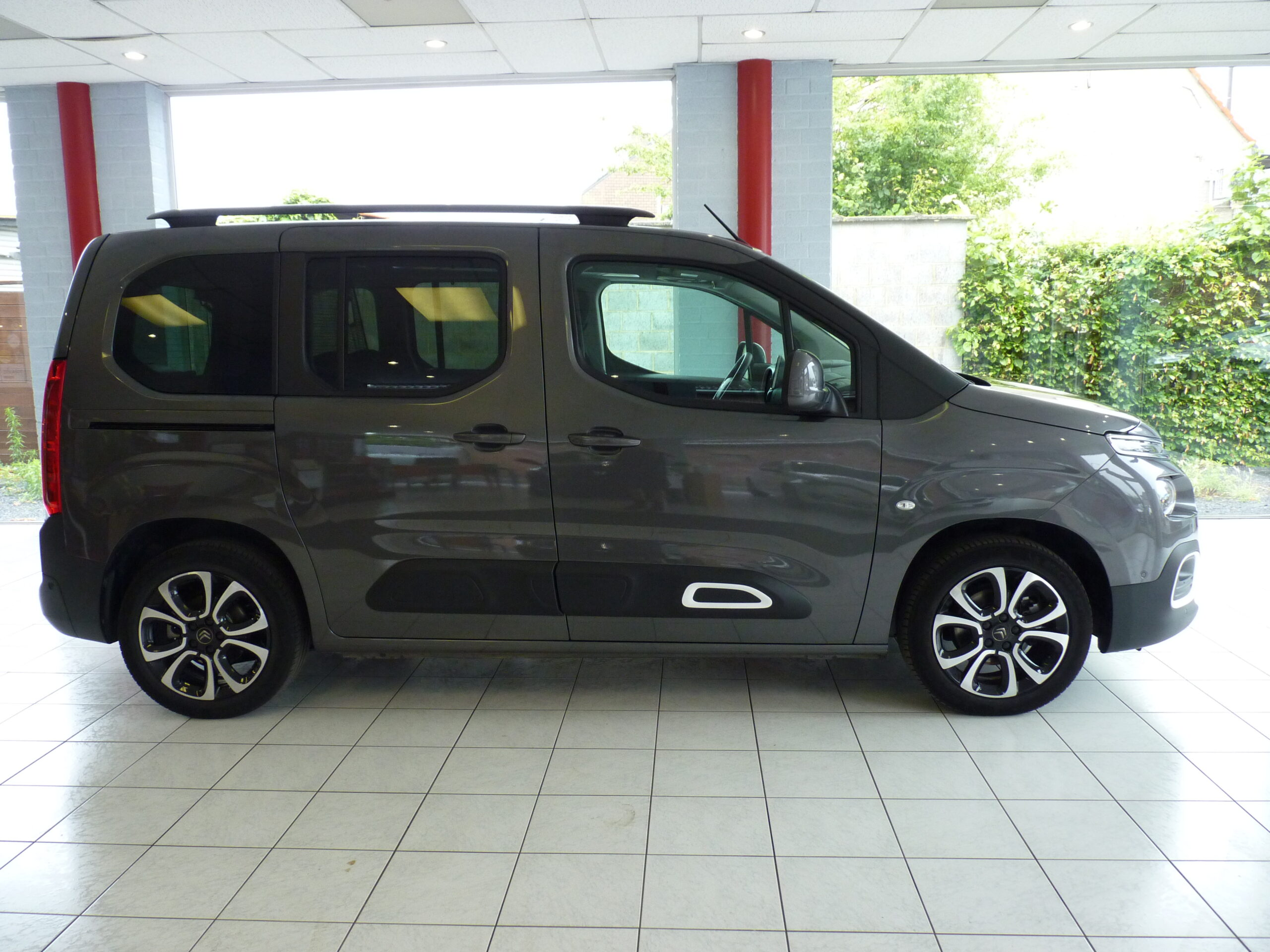 Berlingo M PureTech Shine 1